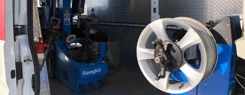 Innenaustattung mobile Reifenwerkstatt